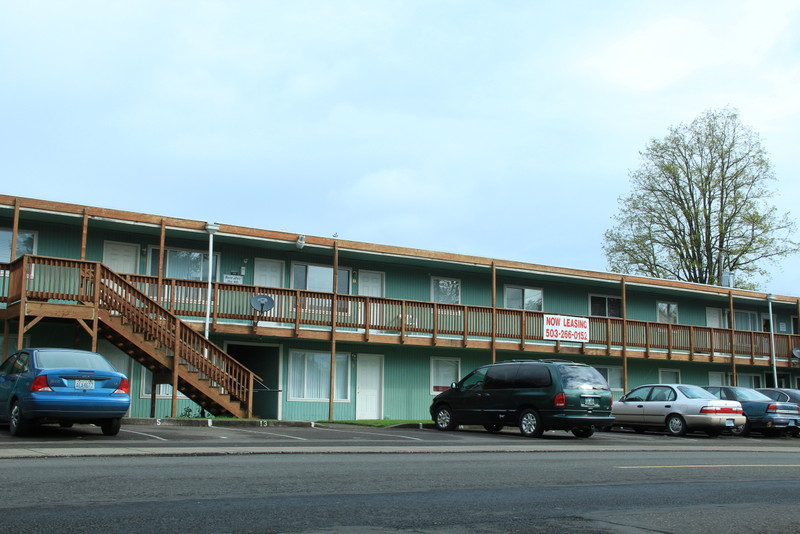 Rancho Real Apartments features nice one bedroom units, laundry, off-street parking