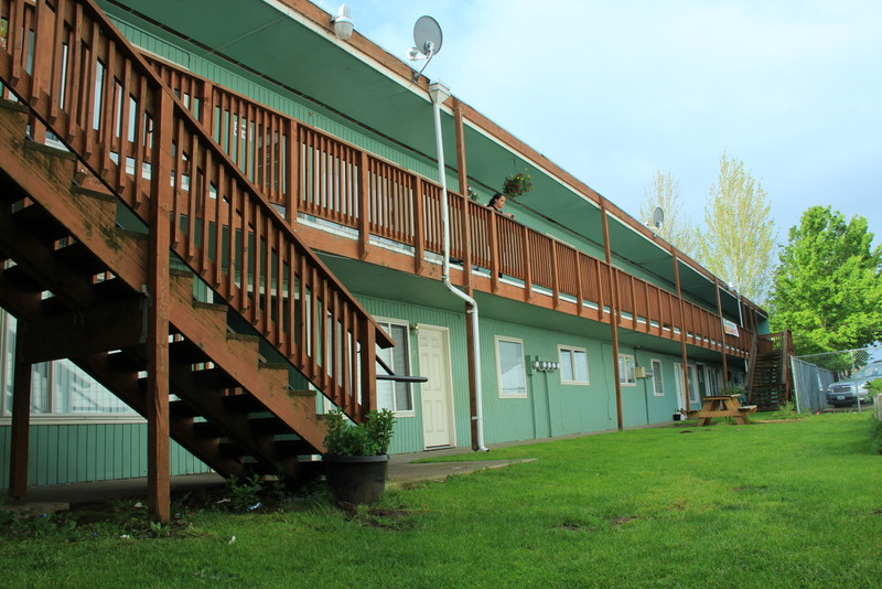 FOR SALE: 16 Units, 290 SE 2nd Avenue, Canby, Oregon:  $1,125,000