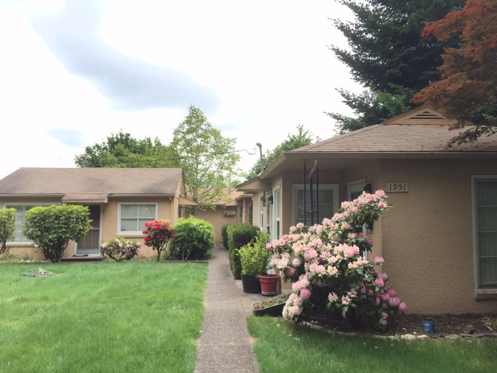 "Charming ""Hollywood"" Apartments in Salem, Oregon"